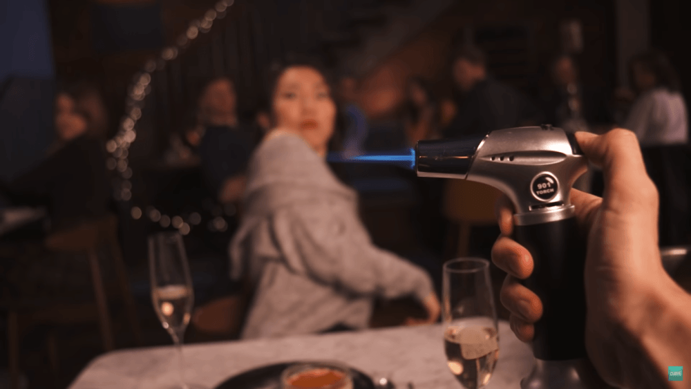 Релизный трейлер симулятора свиданий Table Manners